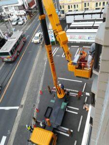高所作業車での外壁工事