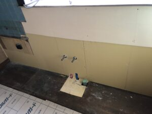 カビていた石膏ボードは廃棄。新しいボードに張り替え