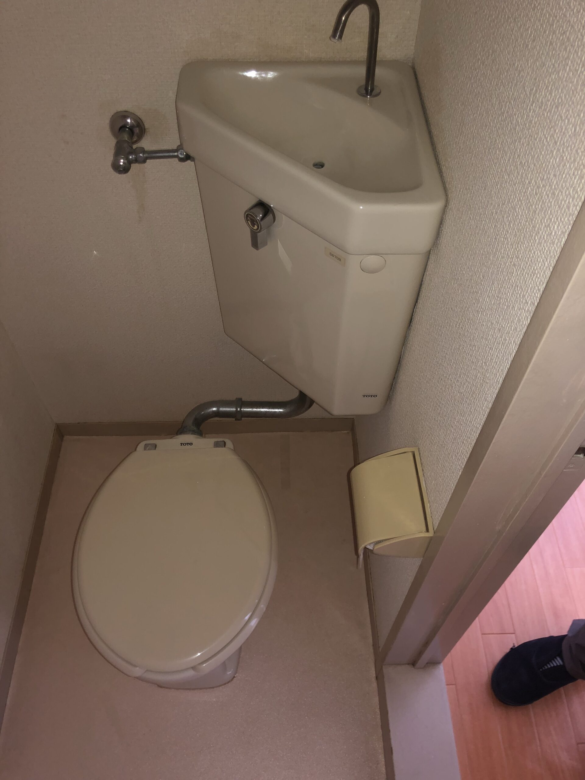 三角タンクのトイレ